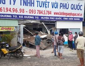 Rờ - moóc bị tuột khỏi xe… tông sập Văn phòng công ty