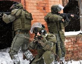 Quân phục tác chiến gắn máy quay hiện đại của công binh Nga