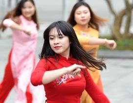 Sinh viên Ngoại thương nhảy quyến rũ kể chuyện tình yêu