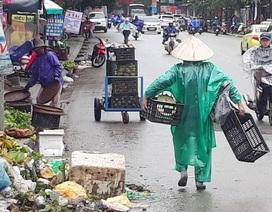 Nhịp sống người lao động dưới những cơn mưa xứ Huế