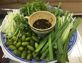 Nhót xanh cuốn cải chua rùng mình, ngày ăn 3 suất, chị em công sở vẫn thòm thèm
