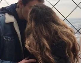 Truy tìm trai đẹp đồng ý hôn môi trên tháp Eiffel, cô gái nhận kết cục đắng lòng