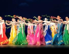 Vì sao đoàn nghệ thuật Triều Tiên chọn đi bộ sang Hàn Quốc biểu diễn?