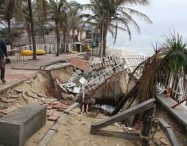 Chủ tịch Đà Nẵng thị sát bờ biển đang sạt lở nghiêm trọng