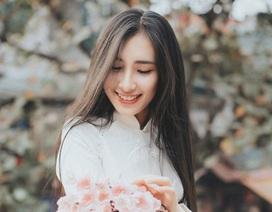 Nữ sinh dịu dàng với sắc trắng áo dài ngóng Xuân sang
