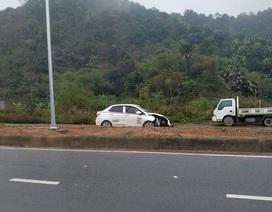 Ô tô con đâm chết 5 công nhân làm đường rồi bỏ trốn