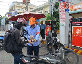 Thuế bảo vệ môi trường quá cao, doanh nghiệp xăng dầu kêu xăng E5 khó bán