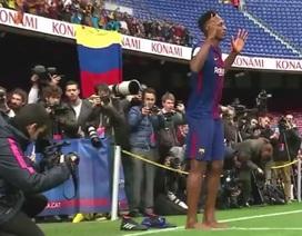 """Màn ra mắt """"khó hiểu"""" của tân binh Barcelona"""