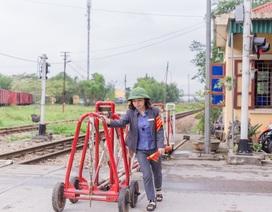 Chuyện nghề của những nữ nhân viên gác chắn đường sắt