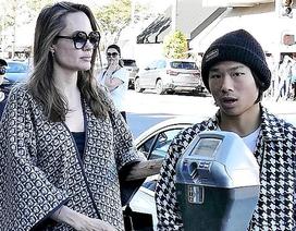 Angelina Jolie ra phố mua sắm cùng Pax Thiên