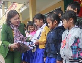 """Mang """"Xuân yêu thương"""" đến học sinh nghèo vùng sâu, vùng xa"""