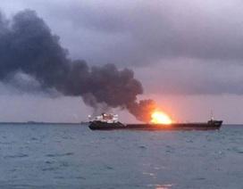 Hai tàu bất ngờ bốc cháy ngoài khơi Crimea, 11 người thiệt mạng