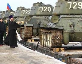 Cận cảnh đoàn tàu chở 30 xe tăng huyền thoại T-34 trở về Nga sau hành trình từ Lào