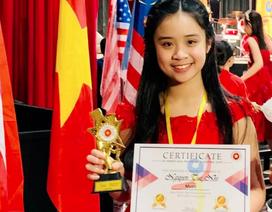 Cô gái xinh đẹp 12 tuổi với bảng vàng thành tích Piano