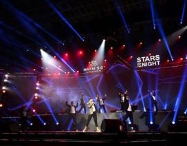 """Ca sĩ Trọng Hiếu """"bùng nổ"""" trên sân khấu Stars of The Night của Mat Xi S.G"""