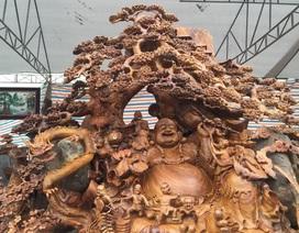 Pho tượng bằng gỗ quý nặng 3,5 tấn được rao bán 1,2 tỷ đồng