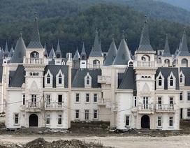 """Xót xa """"làng biệt thự"""" 200 triệu USD tuyệt đẹp bị bỏ hoang"""
