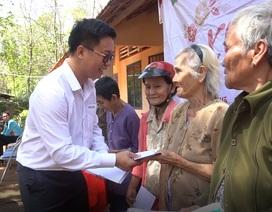 """Mang """"Xuân ấm áp"""" đến với giáo viên, bà con nghèo tỉnh Bình Phước"""