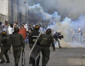 Biểu tình bùng phát tại Venezuela sau khi lãnh đạo đối lập tự nhận là tổng thống lâm thời