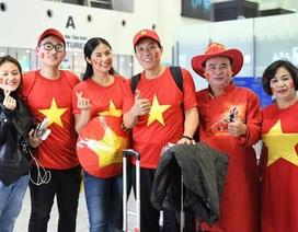Hoa hậu Ngọc Hân cùng bố con NSƯT Đỗ Kỷ đi cổ vũ trận Việt Nam - Nhật Bản