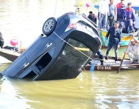 Vụ ô tô chở cả gia đình lao xuống sông: Lời kể đau lòng của bé gái thoát chết