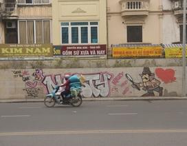 Hà Nội: Đoạn đường hơn 300 tỷ vừa thông xe đã bị bôi bẩn