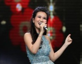 """Võ Hạ Trâm """"Vui như Tết"""" trong lần đầu trở lại sân khấu sau kết hôn"""