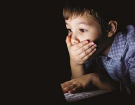 Giật mình khi gặp con trai 10 tuổi xem phim người lớn, dở khóc dở cười khi biết nguyên nhân