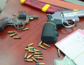 Băng giang hồ dùng súng khống chế, giam lỏng con nợ
