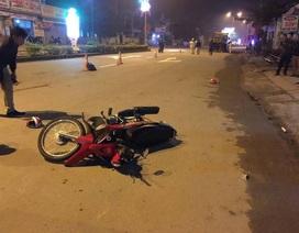 Bố đi xe máy va chạm với ô tô, 2 con nhỏ ngồi sau tử vong