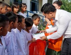 """""""Xuân ấm áp"""" về với học sinh khó khăn ở Ninh Thuận"""