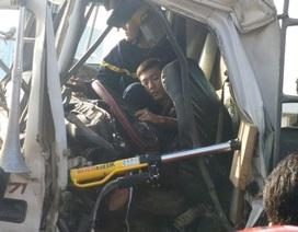 30 phút giải cứu tài xế mắc kẹt trong cabinsau va chạm giao thông