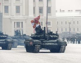 Xe tăng Nga diễu binh rầm rộ kỷ niệm 75 năm chiến thắng Leningrad