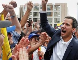 """Cảnh báo cứng rắn của Mỹ giữa """"bão"""" khủng hoảng tại Venezuela"""