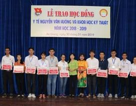 An Giang: 32 sinh viên nhận học bổng Y tế Nguyễn Văn Hưởng
