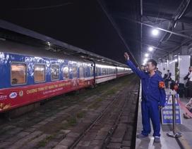 Chuyến tàu đêm đưa 1.200 công nhân nghèo về quê ăn Tết