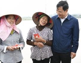 Bộ trưởng Nông nghiệp xuống đồng ngày Tết, mừng tuổi nông dân