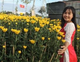 Thiếu nữ Ninh Thuận khoe sắc cùng hoa xuân