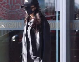 Cận Tết, Dương Mịch đeo khẩu trang và xuất hiện lặng lẽ tại sân bay