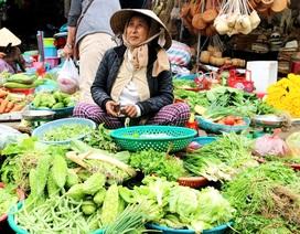 Chợ 30 Tết ở Hội An: Rau củ chủ yếu nhập từ Đà Lạt, khan hiếm hàng địa phương