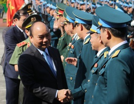 Thủ tướng Nguyễn Xuân Phúc thăm và chúc Tết Sư đoàn không quân 372