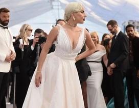 Lady Gaga kiều diễm với váy trắng