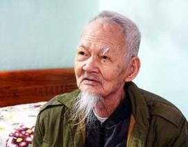 Cụ giáo trăm tuổi và tấm áo Bác Hồ tặng