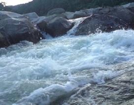Rơi xuống thác nước lúc chụp ảnh, một thanh niên tử vong