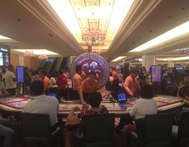 Cả nhà vào casino: Chồng công khai đánh bạc, vợ mải săn hàng hiệu
