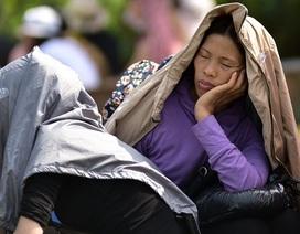 """Người dân mệt mỏi """"đội nắng"""" trẩy hội chùa Hương"""