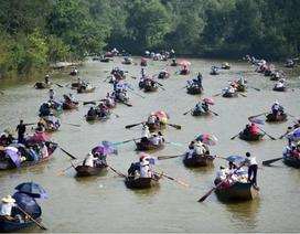 Biển người đổ về chùa Hương trước ngày khai hội