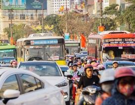 Đoàn xe ùn tắc hàng km ở cửa ngõ Hà Nội