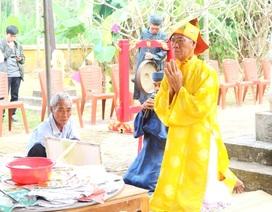 Du khách háo hức trẩy hội Giỗ tổ nghề mộc Kim Bồng