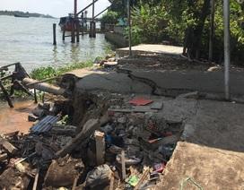Đường ven sông Hậu nứt dài 70m, đe dọa ngôi nhà 5 tầng